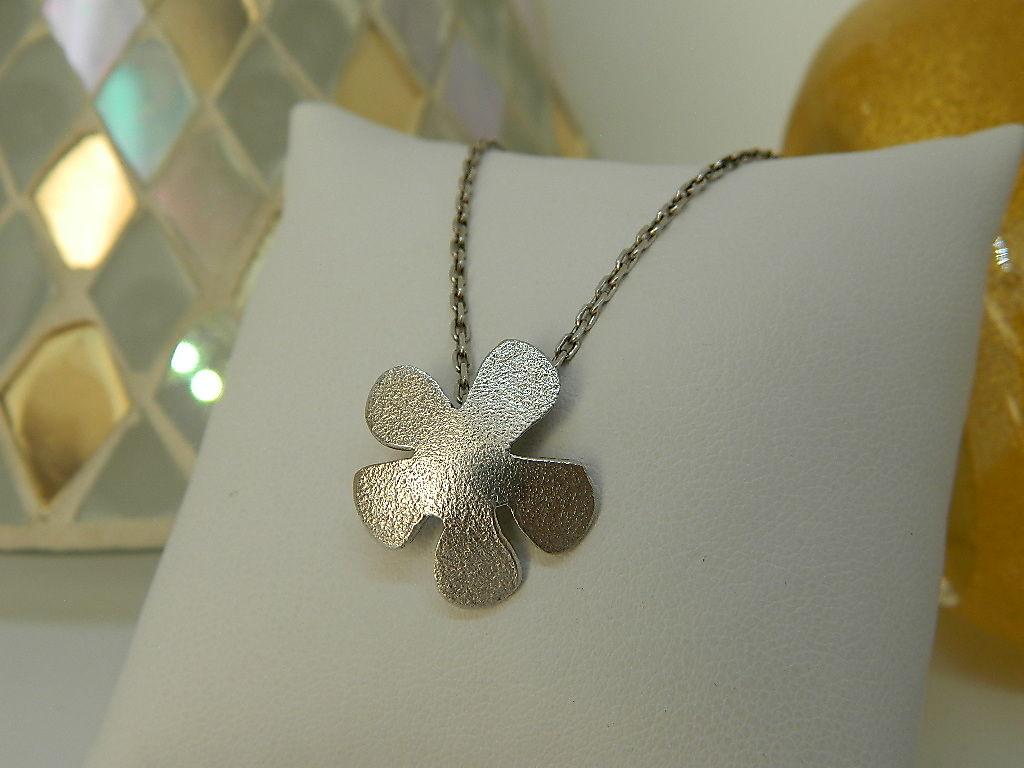 collier fleur frangipanier argent 925 rhodié